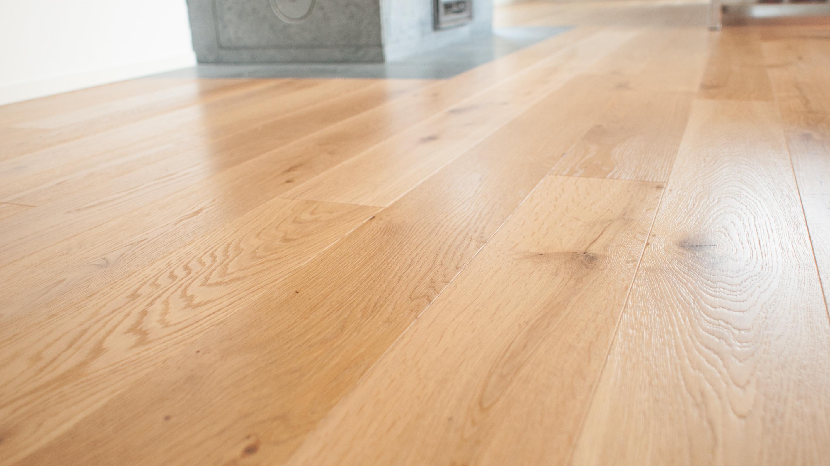 Pavimento Incollato Sul Vecchio pavimento in legno posato su vecchie piastrelle